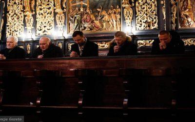Politycy na mszy św. w intencji Pawła Adamowicza